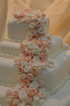 Hochzeitstorte Mit Drei Etagen Mit Rezept Und Bildern